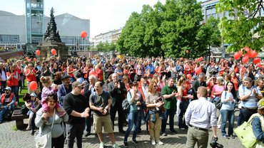 Streikbeginn auf dem Paradeplatz