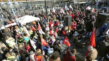 XXXL-Protest auf dem Paradeplatz