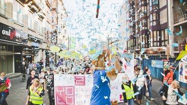 450 Azubis auf der Warnstreikparade in Mannheim