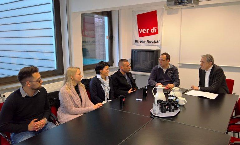 OB Dr. Kurz im Gespräch mit Betriebsräten von Mann Mobilia