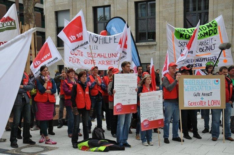Kundgebung und Demonstration in Stuttgart