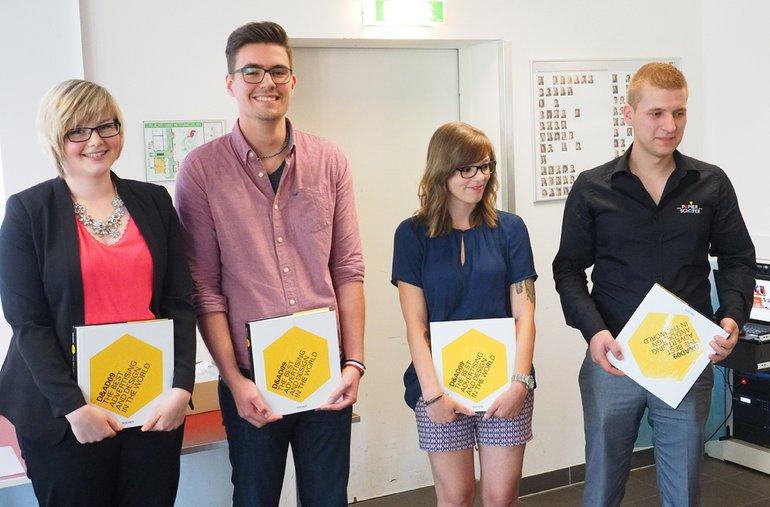 Für hervorragende Leistungen erhielten Buchpreise (v.l.): Claudia Weber (Brainpark-Werbeagentur, Viernheim), Sven Stumpf (Agentur Trio, Mannheim), Svenja Besir (Interferon Produktion, Mannheim) und Alexander Bickel (Papier-Schäfer, Weinheim).