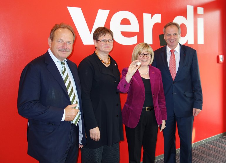 v.l.: Frank Bsirske, Leni Breymaier, Gitta Süß-Slania und der Baden-Württembergische Innenminister Reinhold Gall